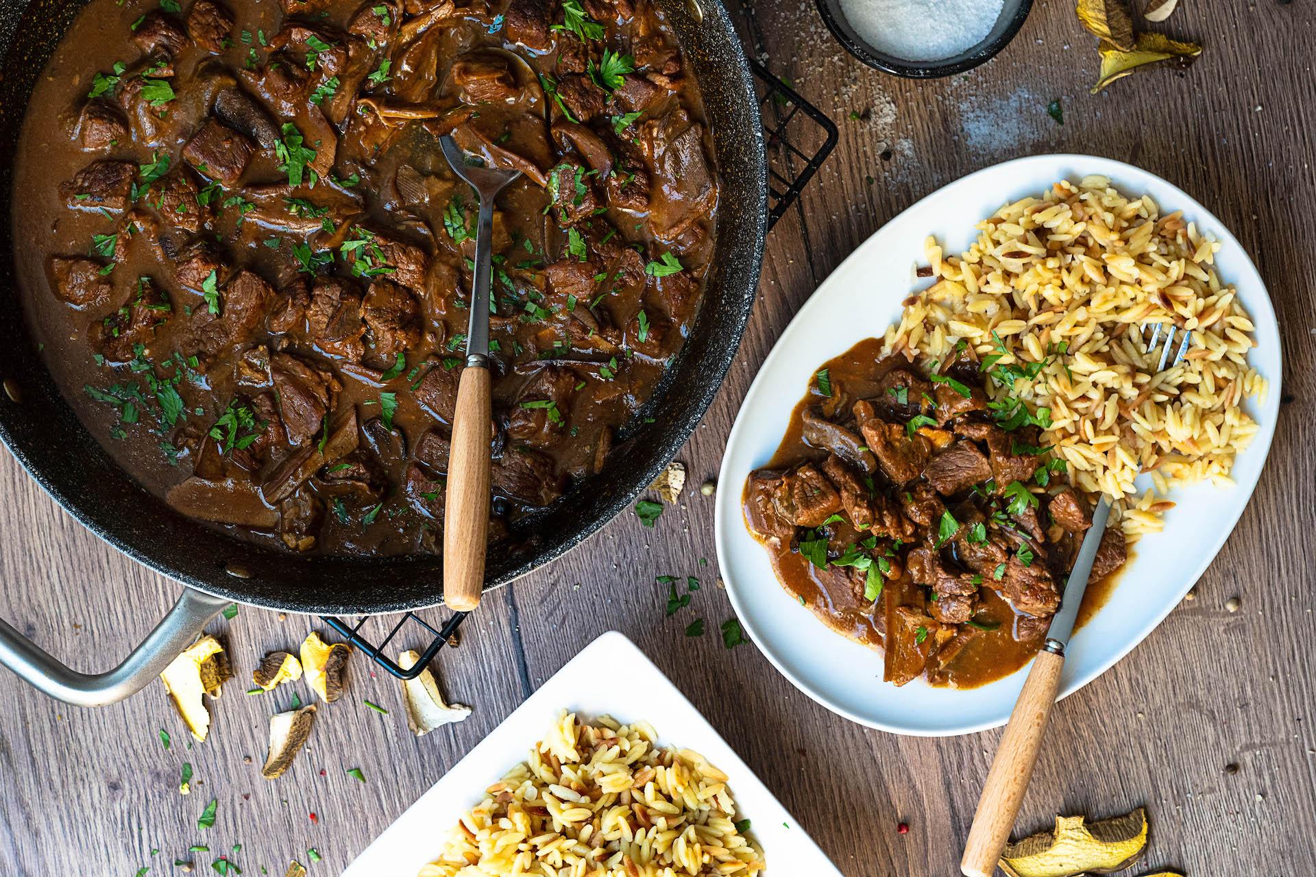 nedeľný obed, Hovädzie mäso na hubách so slovenskou ryžou