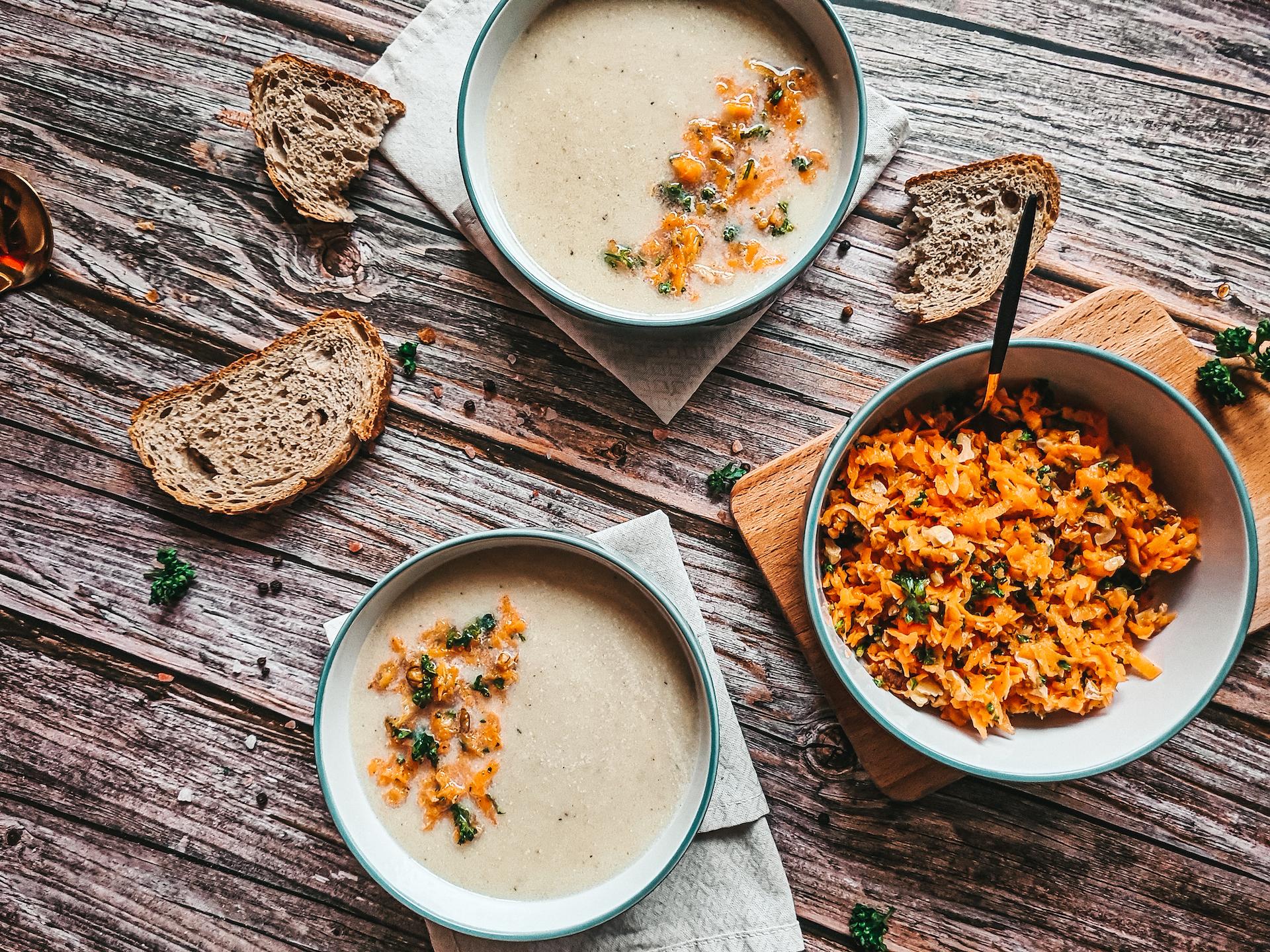 Zelerová polievka, Krémová zelerová polievka smrkvovo – orechovou salsou